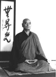 Maître Deshimaru en posture de zazen