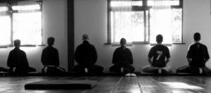 Civils en méditation pleine conscience et zazen